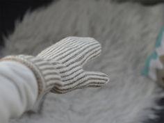 Pystyraitalapaset ovat varmasti yksi perinteisimmistä lapasmalleista. Tai ainakin yksi lämpimimmistä! Vähemmän perinteiset näistä lapasista...