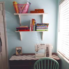 A sewing space doesn't have to be big to work. We love this sewing corner from fan @ingridbolanos. #Sewing #studio