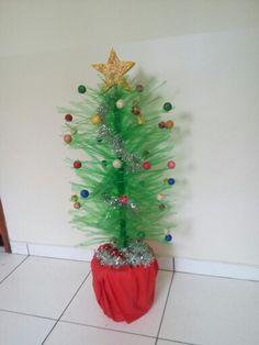 Arvore natalina de pet da minha colega Antonia