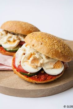 Filet american sandwich with egg and truffle mayonnaise - - Pureed Food Recipes, Easy Healthy Recipes, Cooking Recipes, Easy Snacks, Healthy Snacks, Easy Meals, Sandwiches, Lunch Wraps, Good Food
