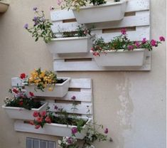 Old Pallets 43 Gorgeous DIY Pallet Garden Ideas to Upcycle Your Wooden Pallets - Need a cheap garden bed or planter that can be used either for vertical and horizontal gardening, but still looks good? Try these 43 pallet garden ideas. Pallet Home Decor, Wood Pallet Furniture, Diy Pallet Projects, Pallet Decorations, Furniture Design, Cabinet Furniture, Furniture Stores, Furniture Plans, Modern Furniture