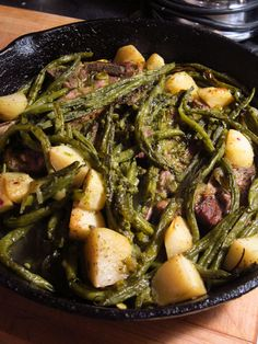 Groenboonbredie - green bean stew from South Africa South African Dishes, South African Recipes, Ethnic Recipes, Pork Stew, Lamb Stew, Meat Recipes, Vegetarian Recipes, Cooking Recipes, Kitchens