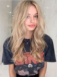 Cute champagne blonde hair color blends for women 2019 stylesmod blends blonde braidedhairstyle champagne color cute hair haircolorhairstyles hairstyleformediumlengthhair hairstyleshighlights stylesmod women Medium Hair Styles, Curly Hair Styles, Blonde Hair Looks, Girls With Blonde Hair, Blonde Women, Medium Blonde Hair, Light Blonde Hair, Blonde Hair With Layers, Long Curly Blonde Hair