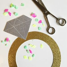 16 DIY Photo Booth Ideas for Your Wedding - Pretty Designs Diy Wedding Photo Booth, Diy Photo Booth, Wedding Props, Photo Booth Backdrop, Wedding Ideas, Ribbon Backdrop, Glitter Backdrop, Diy Backdrop, Bridal Shower Props