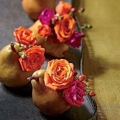 These tiny wonders require zero water. Sugars in the pears naturally feed the flowers. Follow the link in our profile to see the full tutorial. #MySouthernLiving