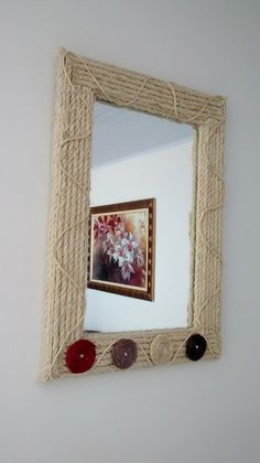 Corda Sisal: Ideias de Artesanato Passo a Passo com Fotos - Artesanato Passo a Passo! Diy Crafts For Home Decor, Diy Crafts To Do, Diy Arts And Crafts, Handmade Home Decor, Diy Room Decor, Mirror Crafts, Frame Crafts, Button Crafts For Kids, Jute Crafts