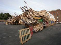Jellyfish Theatre 2010 Marlborough Playground, Union Street, Southwark, London (UK) A temporary theatre made of junk for the Oikos Theatre Festival and the London Festival of Architecture 2010 in...