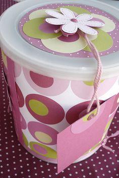 Tarros plasticos o metalicos debidamente decorados para dar un detalle