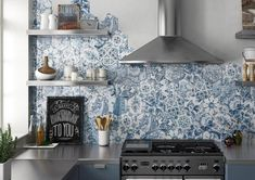New kitchen tile wall classic 15 Ideas Patterned Kitchen Tiles, Kitchen Wall Tiles, Hexagon Tiles, Wall And Floor Tiles, Blue Tiles, Modern Kitchen Tiles, New Kitchen, Kitchen Decor, Blue Kitchen Ideas