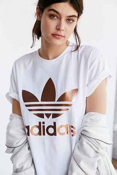 T-shirt à double logo rose doré adidas Originals - Urban Outfitters
