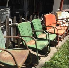 Line up if vintage chairs! Painted Metal Chairs, Metal Lawn Chairs, Deck Chairs, Outdoor Chairs, Outdoor Decor, Lawn Furniture, Outdoor Furniture Sets, Dining Room Table, Dining Chairs