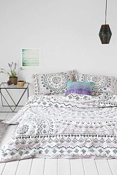 Plum & Bow Mia Medallion Duvet Cover