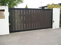 6 Crazy Tricks Can Change Your Life: Wooden Fence Wood Fence Cost Of Front Yard Fence Modern Fence In Roseville.Modern Fence And Gate Design Philippines. Front Gates, Front Yard Fence, Entrance Gates, Wooden Gate Designs, Wooden Gates, Modern Driveway, Modern Fence, Fence Doors, Fence Gate