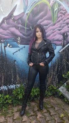 Hot Goth Girls, Gothic Girls, Gothic Lingerie, Botas Sexy, Leder Outfits, Goth Women, Goth Beauty, Shiny Leggings, Motorcycle Girls