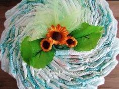 Torta di pannolini verde con girasoli, dettaglio del topper! - Green diaper cake with sunflowers, detail of the topper! - RobyGiup handmade #newborn #gift #present #child
