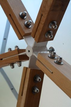 T Star Connector with oak struts Aquaponique Diy, Veranda Pergola, Geodesic Dome Homes, Gazebo Plans, Folding Furniture, Timber Structure, Wood Joints, Dome House, Round House