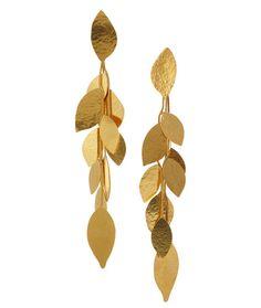 Boucles d'oreilles Hervé Van der Straeten http://www.vogue.fr/joaillerie/shopping/diaporama/bijoux-feuilles-or/16553/image/886963#!bijoux-feuilles-d-039-or-herve-van-der-straeten