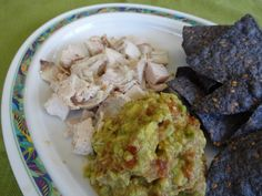 Chicken with guacamole and blue corn chips Blue Corn Chips, Food Preparation, Crocodile, Guacamole, Dips, Frozen, Veggies, Healthy Eating, Menu