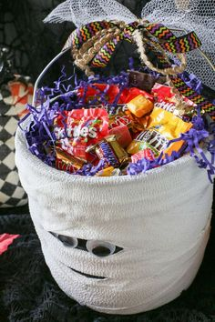 """Diy Crafts Ideas     DIY Scare, Fright, Eek, and """"BOO"""", this mummy """"BOO"""" basket is meant for you. Fill it with treats and take it to your friends, the happiness and joy never ends!#BooItForward    -Read More –"""