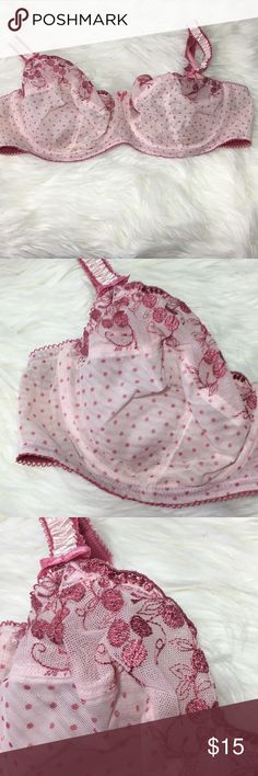 Beautiful Unlined Bra 40C Great condition  -I do not accept offers in the comments so please make all reasonable offers using the offer button only. :) I WILL ALWAYS MAKE A COUNTEROFFER UNTIL I REACH MY LOWEST PRICE NO DECLINES SOME ITEMS PRICES ARE FIRM  -NO TRADES  -NO HOLDS 🚫 -I ship every Monday, Wednesday and Friday  💕Instagram- allisonsbeautyboutique 💕 Your purchase is going to help me graduate community college with as little debt as possible. Thank you! Intimates & Sleepwear Bras