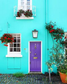London mews in colorful Notting Hill. Photo by a_ontheroad on Instagram.