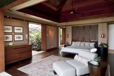 Elegant slumber. #design #msd #hawaii #bedroom #vaultedceiling #grasscloth