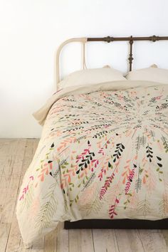 Add a splash of vintage charm to your bedroom with this floral print duvet cover complete with contrast reverse and button closure