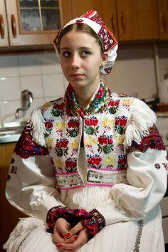 Mária Horváthová a svadobný kroj z Polomky. - Wedding dress from Polomka Rare Clothing, Historical Clothing, Beauty Around The World, People Around The World, Bratislava, Folk Costume, Costumes, Ethnic Fashion, Dress Codes