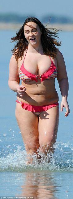 Chanelle Hayes xuất hiện nổi bật trên bãi biển ở Alicante ngày 5/1 vừa qua. Người mẫu 29 tuổi diện bộ áo tắm màu sắc bắt mắt để lộ thân hình xồ xề      Thật khó tin là chỉ cách đây vài năm, Chanelle Hayes thon thả như thế này. Cô từng là người mẫu áo tắm đắt show của xứ sương mù      Chanel...  http://cogiao.us/2017/01/05/chanelle-hayes-gay-choang-voi-than-hinh-xo-xe/