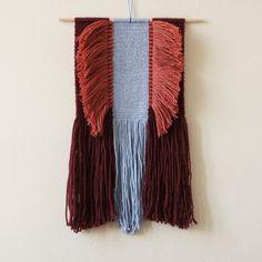handvoven wall hanging by wednesdayweaving, boho style. handgewebter wandbehang / wandteppich im boho style von wednesdayweaving. Weaving Wall Hanging, Weaving Art, Loom Weaving, Tapestry Weaving, Hand Weaving, Wall Hangings, Textiles, Dream Catcher Decor, Micro Macramé