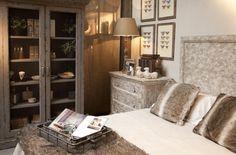 Dormitorio en tonos ocres de Becara 1964
