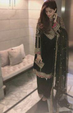 Fashion Tips fоr Girls Simple Pakistani Dresses, Pakistani Fashion Casual, Pakistani Wedding Outfits, Pakistani Dress Design, Indian Dresses, Indian Outfits, Indian Fashion, Bridal Outfits, Womens Fashion