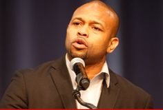 Boxing legend Roy Jones Jr.'s career isn't over -- in fact, he tells TMZ Sports, he's officially taking a shot at a brand new title ... MAYOR.  45-year-old Jones -- the first former middleweight champion to win a heavyweight title in 106 years back in 2003 -- tells us, he plans to run for Mayor of his hometown Pensacola, Florida at the next election.