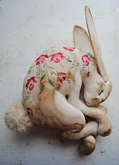 Mister Finch Sleeping Hareのことをもっと知りたければ、世界中の「欲しい」が集まるSumallyへ!Mister Finchのアイテムが他にも21点以上登録されています。