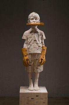 Gehard Demetz - To be titled, 2013. Sculpture sur bois, peinture acrylique.