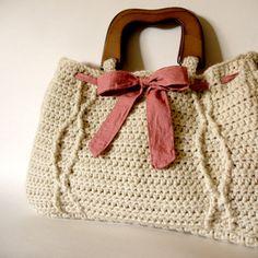 http://www.ann-sophie-design.blogspot.com/2012/03/bell-ein-tolles-modell-eine-empfehlung.html  Crochet Khaki Cable Handbag