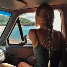 Uploaded by inspiration. Find images and videos about girl, hair and summer on We Heart It - the app to get lost in what you love. My Hairstyle, Pretty Hairstyles, Makeup Hairstyle, Summer Hairstyles, Hairstyle Ideas, Braided Hairstyles, Hair Inspo, Hair Inspiration, Surfergirl Style