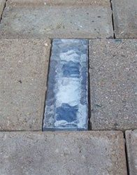 A solar brick. charges during the day, uses LED. Light a path, driveway, etc. for 8 hrs at night. I am going to make a path using these (solar walkway lights posts) Diy Garden, Home And Garden, Garden Path, Garden Shade, Garden Office, Landscape Arquitecture, Deco Nature, Brick Pavers, Brick Path