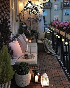 Comfy Apartment Balcony Decorating Ideas on A Budget - Tiny Outside Spaces - Balcony Furniture Design Small Balcony Design, Small Balcony Garden, Small Balcony Decor, Outdoor Balcony, Outdoor Decor, Balcony Ideas, Terrace Design, Patio Ideas, Small Balcony Furniture