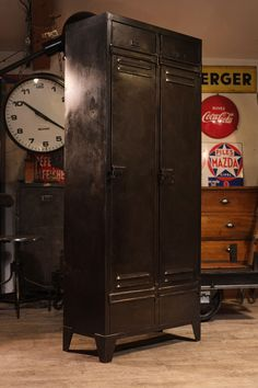 vintage industrial metal locker cabinet wardrobe storage. Black Bedroom Furniture Sets. Home Design Ideas