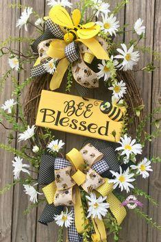 Bumble Bee Wreath, Bee Wreath, Summer Wreath, Spring Wreath, Wreath, Front Door Wreaths, Floral Wreath, Grapevine Wreath, Spring Decor