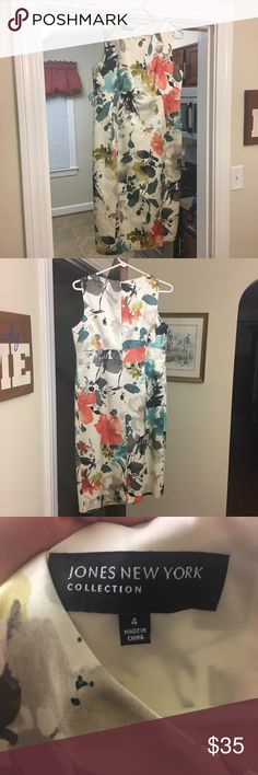 Jones New York Floral dress (WORN ONCE) Worn once to the Kentucky Derby! The dark flowers are navy and I wore navy shoes! Jones New York Dresses Midi