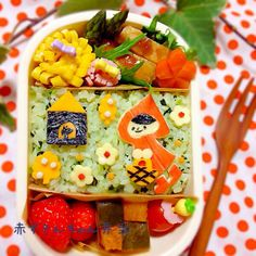 posted from @Jndchtn 今日のお弁当は、赤ずきんちゃん♡ お家にはオオカミがいるよ!気をつけてー!#obentoart