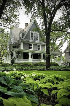 Oak Park, Illinois house with wrap around porch. This Old House, Tiny House, Home Fashion, Victorian Homes, Victorian Farmhouse, My Dream Home, Dream Homes, Old Houses, Tree Houses