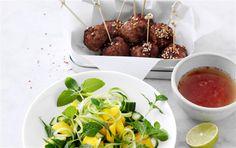 Asiatiske deller med salat af mango & agurk