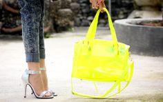Holo / Metallic heels x neon transparent bag