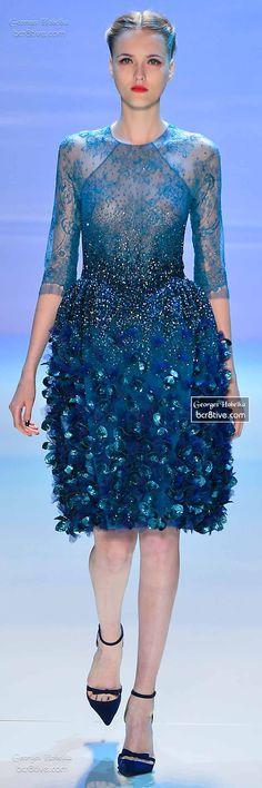 apesar do excesso na parte inferior, esse vestido azul é maravilhoso, por ser azul e ter texturas e transparências na medida certa.   Monet's Midnight Stroll by Georges Hobeika FW 2014-15 Couture