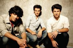 Jonas Brothers de volta ao Brasil http://aguriadourada.blogspot.com.br/2013/01/jonas-brothers-de-volta-ao-brasil.html