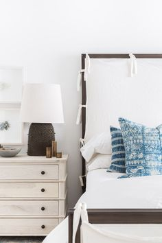 Simple bedroom decorating elements