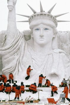 Snow statue of Lady Liberty. Ice and Snow Sculpture Festival in Sapporo, Japan. 2008 photo by Jim Bryant. Sculpture Textile, Sculpture Art, Snow Scenes, Winter Scenes, Snow Castle, Ice Art, Snow Sculptures, I Love Snow, Snow Art